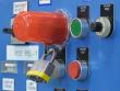 1: Sicherheitsabdeckung für Drucktasten